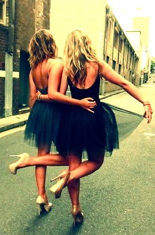 taking this pic for prom… best friend pic I want to do this. @Hannah