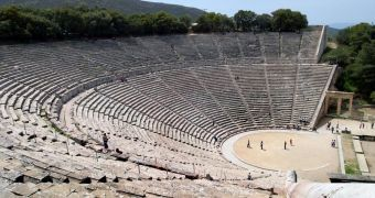 Mystery of modern acoustic in ancient greek theatre solved - The Epidaurus theatre in 2004 - softpedia