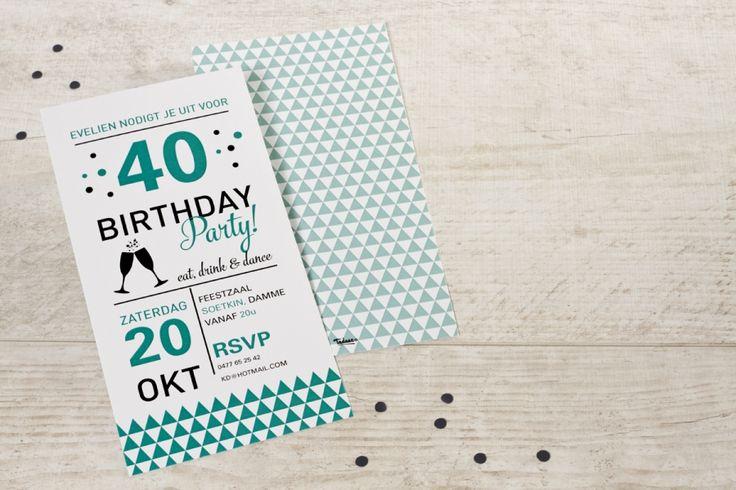 Vrolijke lange kaart met driehoekjes motief | Tadaaz #verjaardag #30 #40 #50 #uitnodiging #typografie #enkelekaart #feestje #feest #birthday