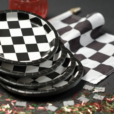 Die Saison ist in vollem Gange - dazu gibt es die Formel 1 Party Deko  http://www.kids-party-world.de/mottoparty-dekoration/formel-eins-autorennen/