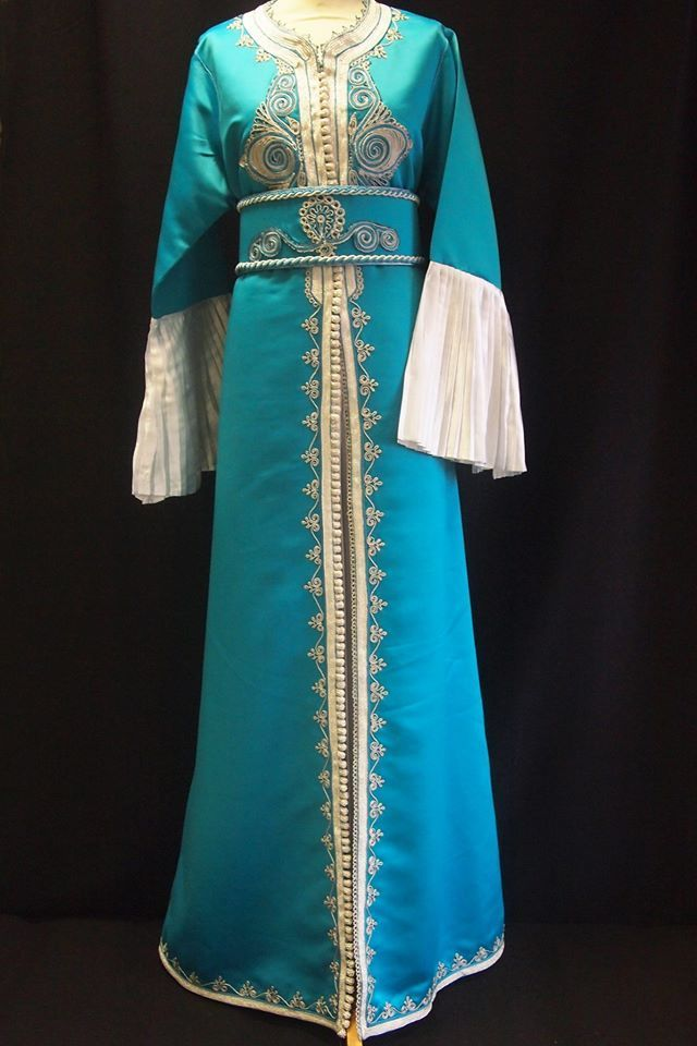 Caftan Marocain TEC013 Robe Mariage Paon et argent 3 pièces Takchita via Halima Boutique. Click on the image to see more!