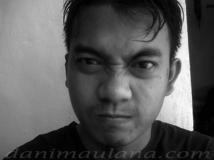 Dani Maulana: Puisi Kesucian Hujan Yang Kau kira tanah itu menjadi kotor karena hujan, sebenarnya ketika hujan tanah yang kotor dibuatnya bersih.