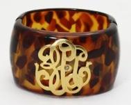 cutest cuff ever: Cuffs Bracelets, Monograms Cuffs, Tortoi Cuffs, Univ Monograms, Tortoi Shells, Bangles, Tortoises Shells, Monograms Tortoises, Tortoises Cuffs