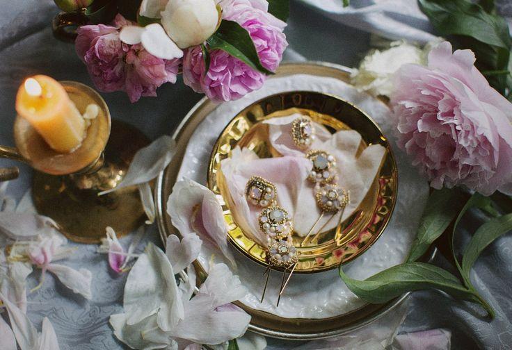 """SEMILETOVA jewelry Серьги """"Tender love"""" -4150 руб М а т е р и а л ы : кристаллы Сваровски, винтажные стразы Сваровски, жемчуг Сваровски, биконусы Сваровски, индийский трунцал,винтажные чешский бисер, японский бисер Miyuki,чешские бусины,позолоченная цепь. Позолоченные швензы-джекеты(обычные позолоченные заглушки в комплекте)"""