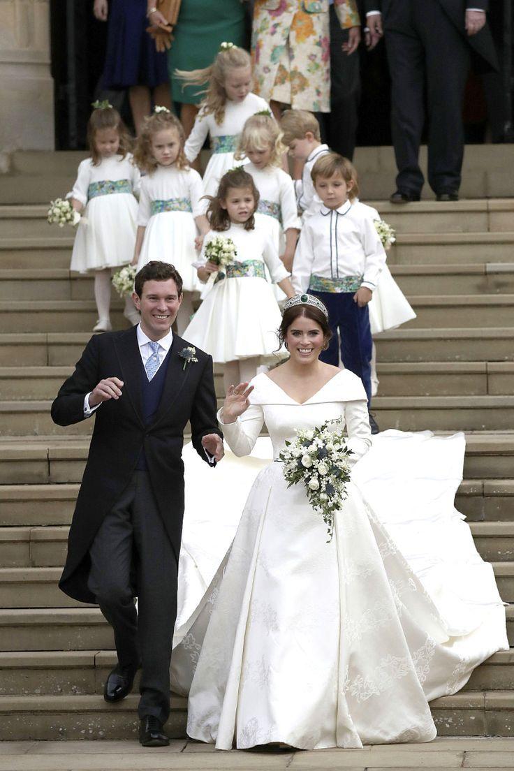 Every Photo You Need To See Of Prince George And Princess Charlotte At Princess Eugenie S Wedd Konigliche Hochzeitskleider Prinzessin Eugenie Royale Hochzeiten