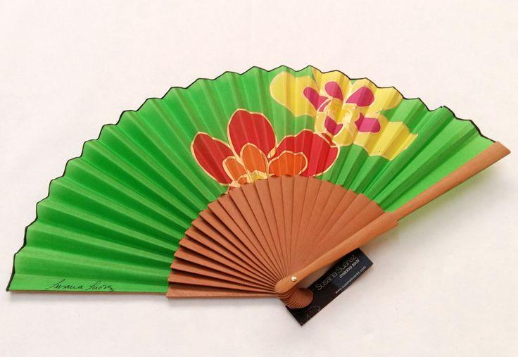 Éventail espagnol de soie peint à la main avec un design textile contemporain pour les femmes. Éventail marguerites de susanasuarez en Etsy