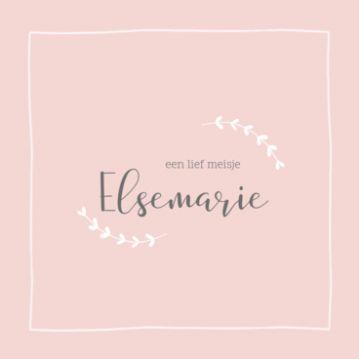 Klassiek geboortekaartje met roze achtergrond en takjes