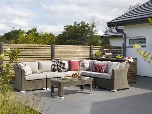 Indra – Byggbar konstrottingsoffa i naturfärgad konstrotting. Utemöbler, trädgårdsmöbler, Outdoor furniture.