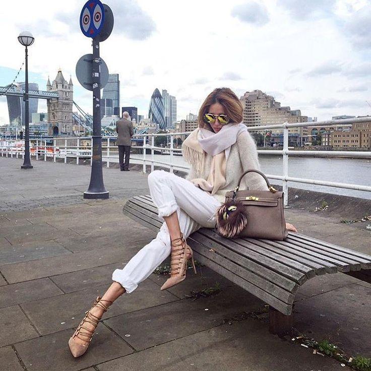 KUP PODOBNE BUTY: http://www.renee.pl/sandaly_orchid_dream_4520_bezowy.html  heels, szpilki, zamszowe, beige, pastel, hips, curvy, ootd, mirror, selfie, mirrorcheck, inspiracja, pink, różowe, car, girl, woman, elegant, jeans, look, fashion, moda, nogi, legs, DIOR, SUNglasses, bag, ny, new york, classy,