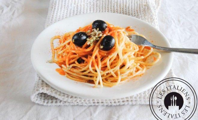 Spaghetti à la sauce tomate aux olives – Les Italiens - Mag