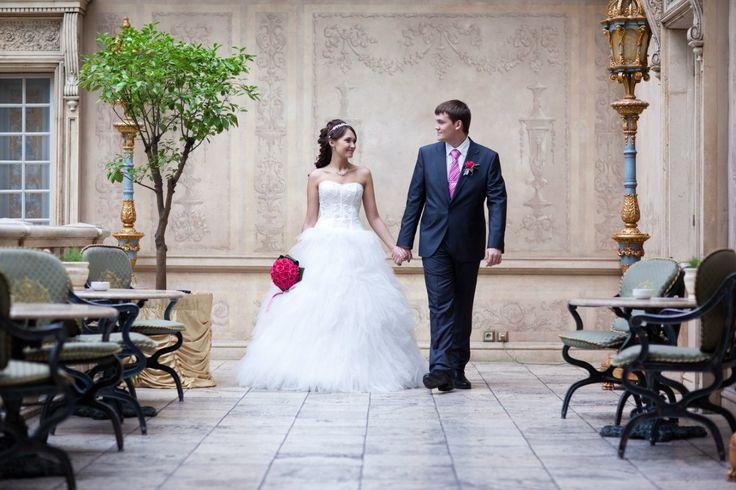 Классическая свадьба Алисы и Кирилла. Розовая ткань, белые цветы, флористика. Чарующая классика эпохи Ренессанса.