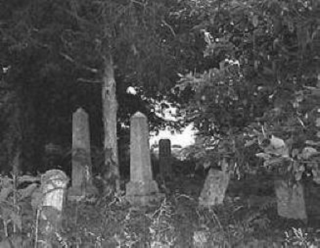 Bell Witch - Batts Cemetery - The Bell Farm is a 320 acre property that was owned by John Bell, a farmer from North Carolina, who moved to Robertson County with his family in 1804. Thirteen years later, he and his family would be subjected to terrifying and violent paranormal activity that would eventually lead to John Bell's death.
