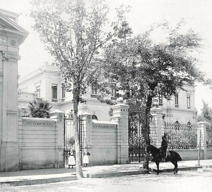 Palacio Cousiño de calle Dieciocho en Santiago, año 1900.