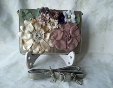 Gentuta /plic Valentino style floral bag, culoarea nisipului sidefat, realizata la comanda, vanduta.