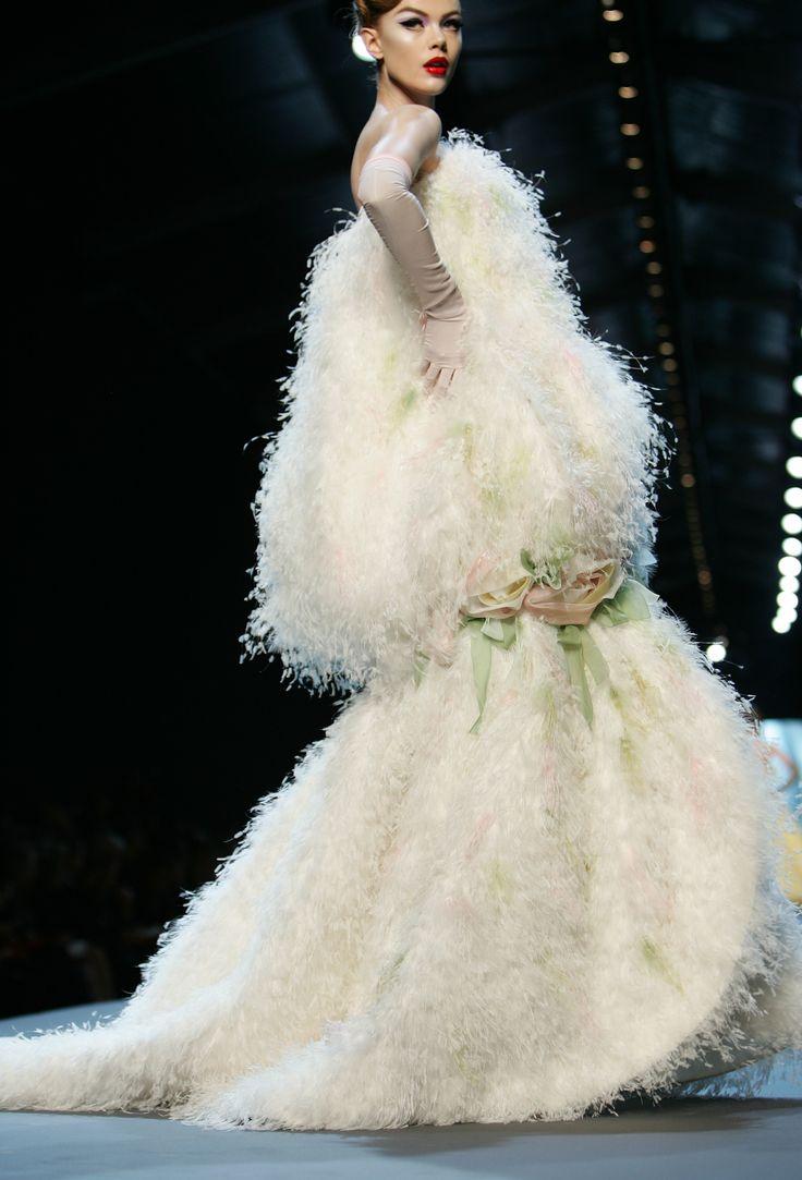 34 best Avant Garde Haute Couture images on Pinterest ...