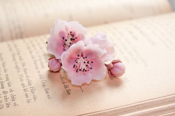 broche fleur de cerisier broche de sakura la main par Joyloveclay