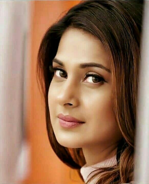 Pin By Khoobsurat Zindagixf On Jenny Jennifer Winget Jennifer Winget Beyhadh Beauty Girl