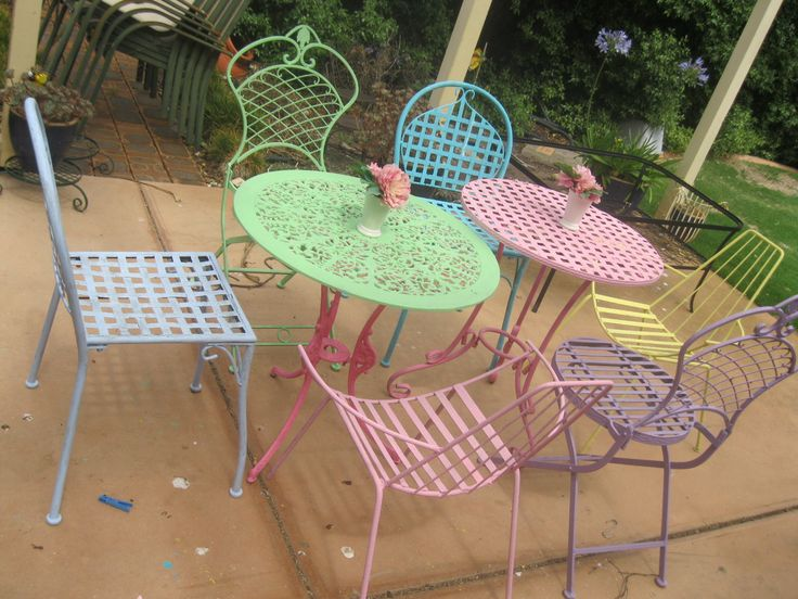 wrought iron table and chairs in pastel gelati colours, delish!