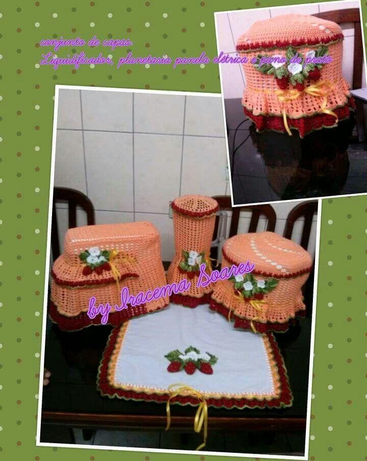 Capas e pano de prato com aplique de morangos