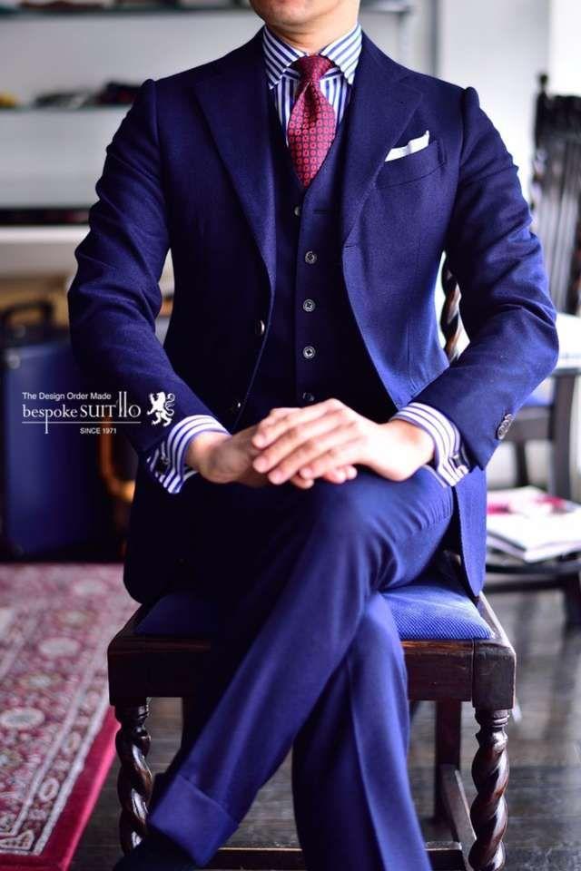 結婚式にお呼ばれした時、男性ゲストの服装やスーツの色は?黒のスーツ以外にもグレーや紺のスーツにネクタイというスタイルも人気です。その他、蝶ネクタイやポケットチーフなどのマナーや2017年最新版のトレンドスーツスタイルもご紹介します。