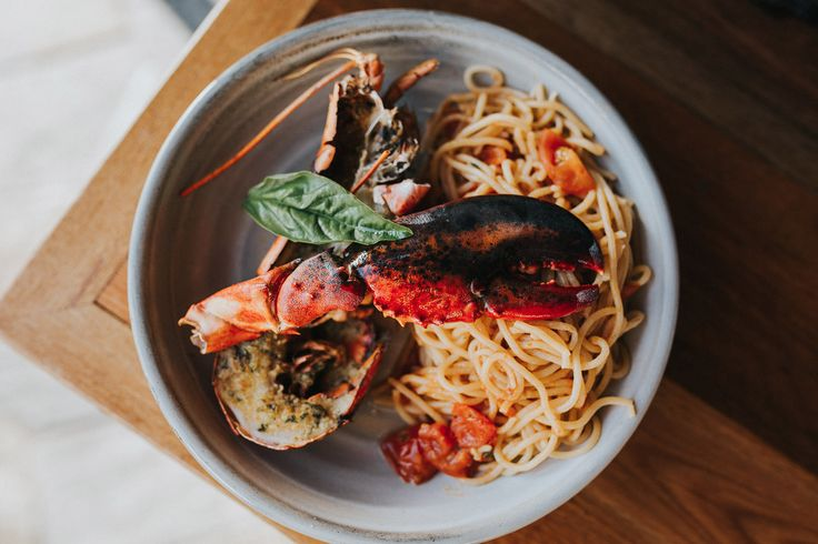 Spaghetti all' aragosta (woodfire baked half lobster) - Spaghetti pasta, almond herb crust, cherry tomato, garlic lobster broth. 🍝 Bookings: (07) 5659 2282 or via website.