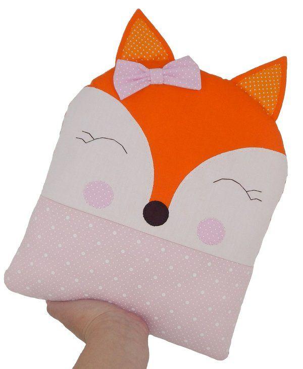 Naninha Raposa menina para seu bebê ficar agarradinho o dia todo! Confira este e outros modelos de naninhas e almofadas em nossa loja.
