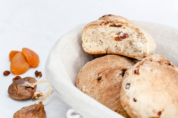 Petits pains aux fruits secs // Small breads with dried fruits
