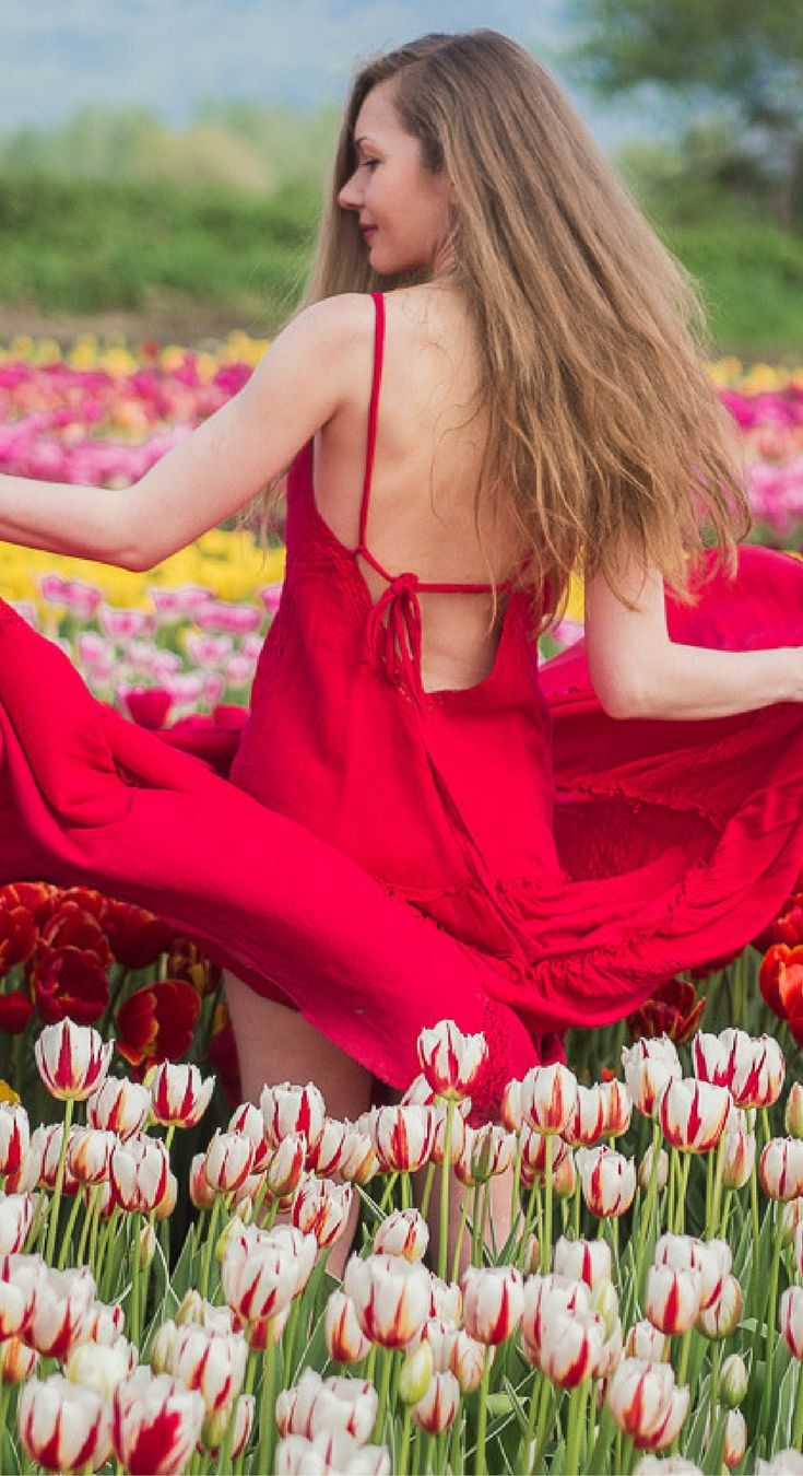 I've Got Sunshine ☀️   Style and Travel Blogger - A rainbow of tulips and a boho red maxi dress - My first experience at the tulip festival this year