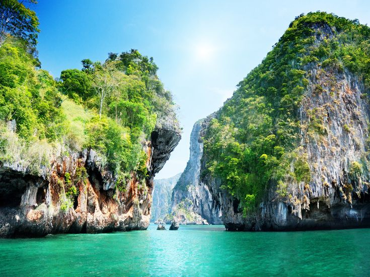 A Tailândia é definitivamente o destino ideal para mochileiros universitários que procuram um lugar com uma cultura rica e localização acessível, além da culinária exótica. Entre comida e hospedagem você gasta em torno de US$ 20 por dia.