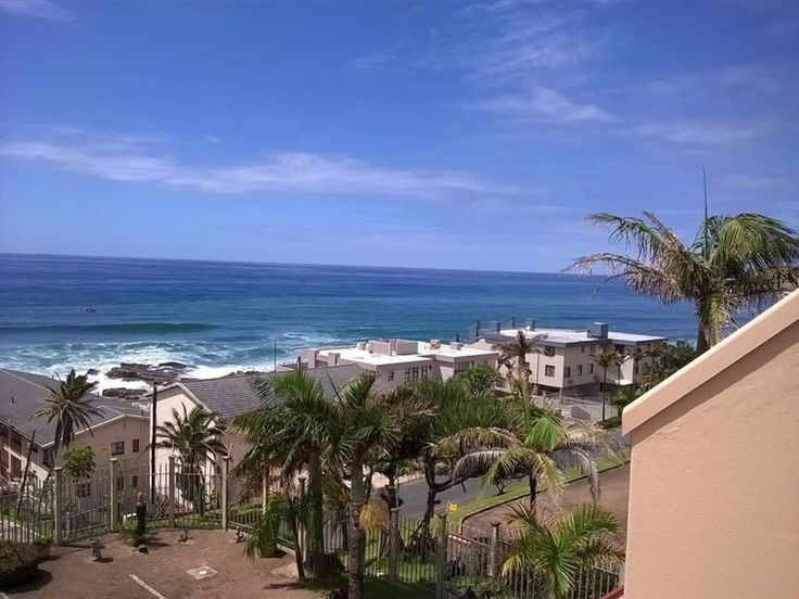 Del Este 5 - This spacious and airy self-catering 108sqm holiday apartment is ideally located in the popular, sought after holiday town of Manaba, near Margate and Uvongo. This part of the Hibiscus Coast offers clean ... #weekendgetaways #margate #southcoast #southafrica