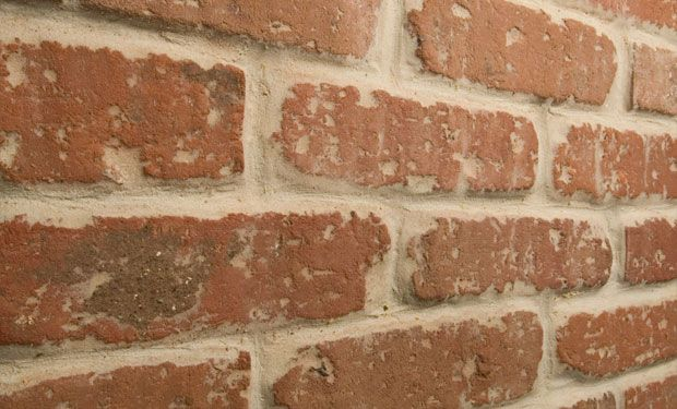 'Penthouse' red brick wall tiles - http://www.reclaimedbrick-tile.com/products/brick-tiles/penthouse-red/