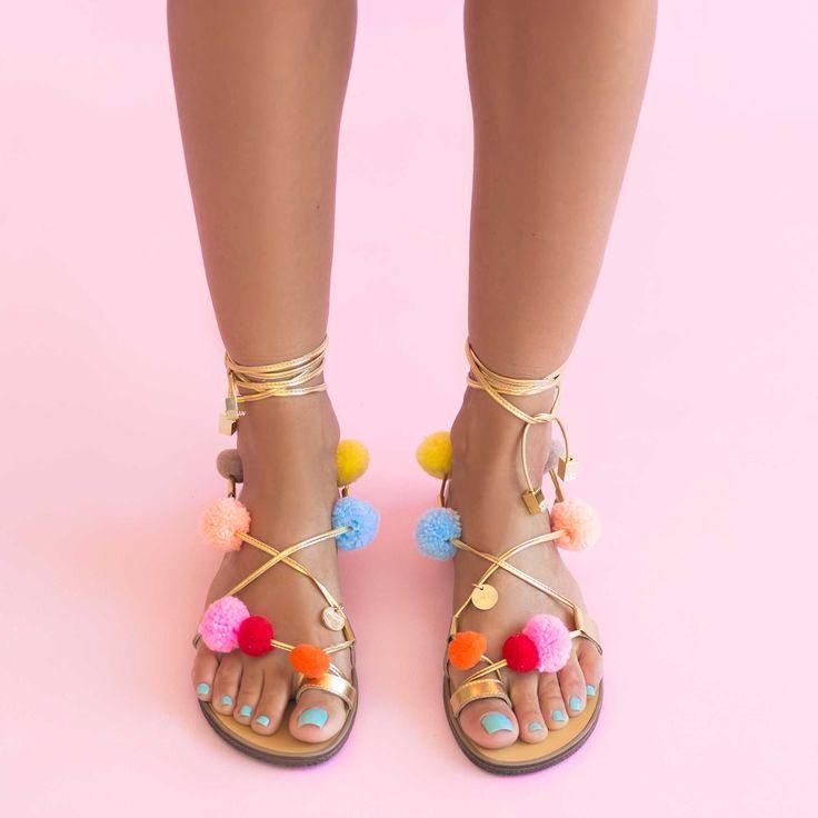 Sandale de dama Mineli Amazon ideale pentru sezonul estival, sunt ornamentate cu șiret din piele…