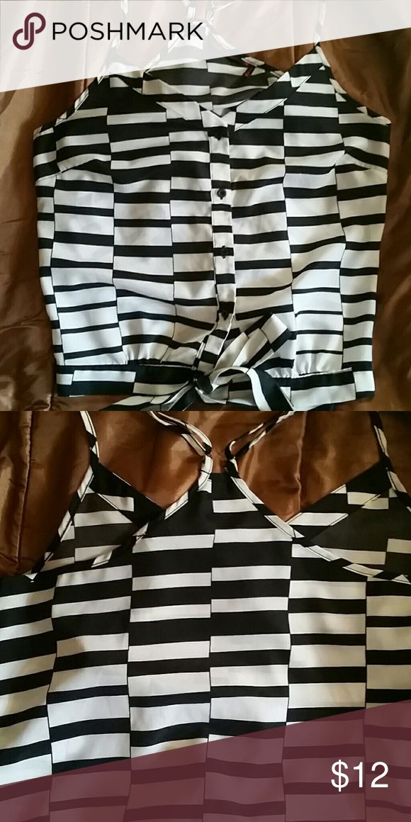 🔥♥Sofia Vagara Tank blouse🔥♥ ♥🔥Blk/Wht super cute💕Worn once,Still like NEW💖♥YOU HAVE WARMTH IN DEC?CONSIDER THIS FOR NEW YEARS EVE PARTY♠ Sofia Tops Tank Tops