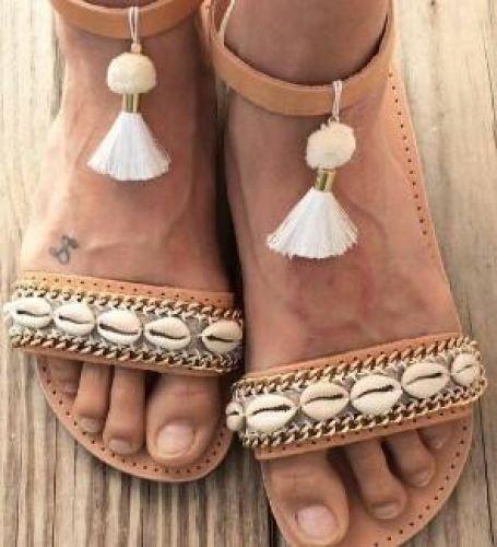 Χειροποίητα σανδάλια από γνήσιο δέρμα στολισμένα με κοχύλια  Βρείτε το στο παρακάτω σύνδεσμο: http://handmadecollectionqueens.com/γυναικεια-σανδαλια-απο-δερμα-στολισμενα-με-κοχυλια  #handmade #fashion #sandals #women #summer #footwear #storiesforqueens #χειροποιητο #μοδα #σανδαλια #γυναικα #καλοκαιρι #υποδηματα
