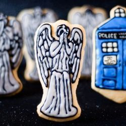 The Weeping Angels, definitely the scariest monsters out there. As soon as I master the art of royal icing, I am making these.  Recipe: bakingdom via foodgawker