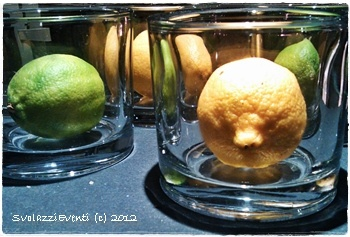 Lima and lemons...a colored and perfumed centrotavola!  have a nice week!  http://www.svolazzi.com/2012/11/limoni-e-lime-per-un-allegro.html