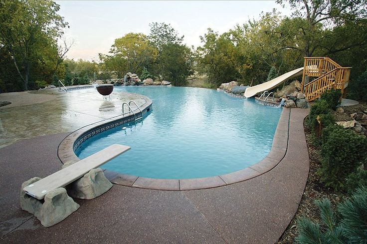 This vinyl liner swimming pool project comes from Plastimayd, and can be found in the Omaha area. Installed with a 'Celtic Garden' liner pattern, the project features a vanishing edge, diving board, slide and decorative rockwork — a great space for fun and entertainment for families. See more vinyl liner pools at the link!