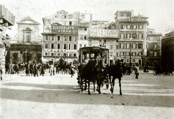 palazzo Piombino. negli anni '20,  vi sarà realizzata la Galleria Colonna oggi Galleria Alberto Sordi