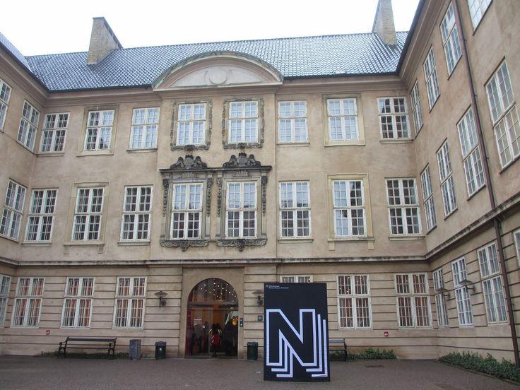 Palácio do Príncipe – Museu Nacional Quando chegamos a Copenhaga tínhamos vários lugares que queríamos conhecer e um leque bastante alargado de museus que desejávamos visitar. O Museu Nacional da Dinamarca era um deles e foi precisamente por aí que começamos. Era domingo e o museu estava cheio de crianças e famílias que festejavam o …