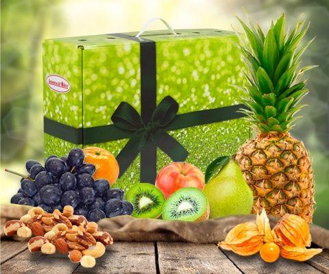 Obstbox BALANCE SNACK: Unser Geheimtipp für deine Gesundheit - bleibe im Gleichgewicht mit der Vitaminkraft der Früchte. Eine bunte Mischung verschiedenster Obstsorten verwöhnt dich Tag für Tag. Leckere kernlose Trauben, knackige Äpfel und kernige Power aus Nusskernen erwarten dich in dieser Fruchtkomposition. Greif zu - Naschen ist hier erlaubt.