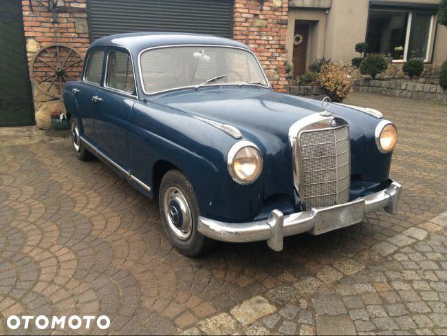 47 000 PLN: Mam do zaoferowania Państwu rzadkiego Oldtimera.  Jest nim Mercedes W105, czyli Ponton 219 z silnikiem 6-cylindrowym.  Idealna baza do odrestaurowania, ponieważ całe autko jest kompletne oraz w ORYG...