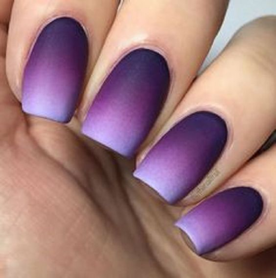 Look sophisticated with this violet and periwinkle Ombre nail art design. It looks smooth and clean yet gives you a strong impression.