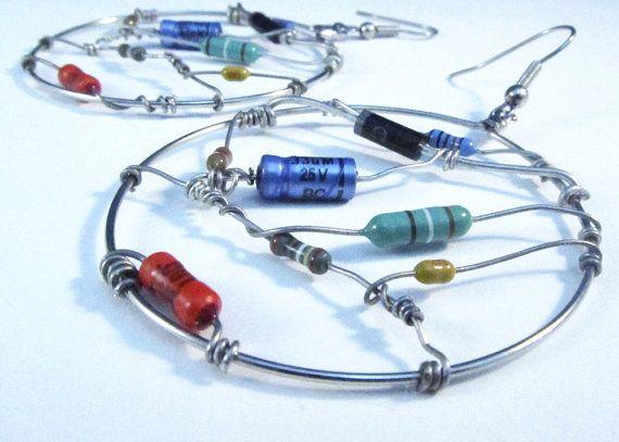 Boucles d'oreilles en composants électroniques