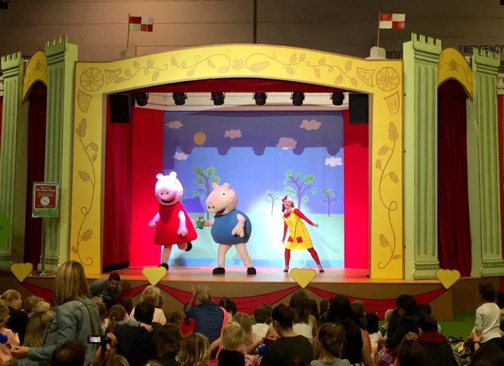 HOT: Peppa Pig Playdate, Melbourne Convention and Exhibition Centre, Southbank http://tothotornot.com/2016/12/peppa-pig-playdate-2/