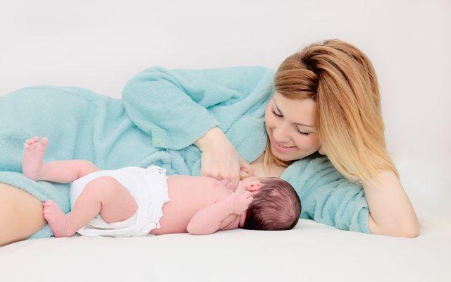 Emziren anneler için diyet bilgileri Hamilelik süreci sonunda bebeğinizi kucağınıza aldınız ve şimdi sıra kilo vermeye geldi, değil mi? Emziren anneler için diyet tariflerimizi, günlük beslenmenize dahil ederek hızlı ve sağlıklı zayıflayabilirsiniz. Bu tarifler, hem anne sütünü artırma hem kilo vermeyi hızlandırma özelliklerine sahiptir.Emzirirken kilo vermek için kahvaltı, öğle, akşam yemeği gibi öğünlerinizi doyurucu ve besleyici