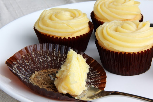 Little Accidents in the Kitchen }: Chamomile Lemon Cupcakes with Honey ...