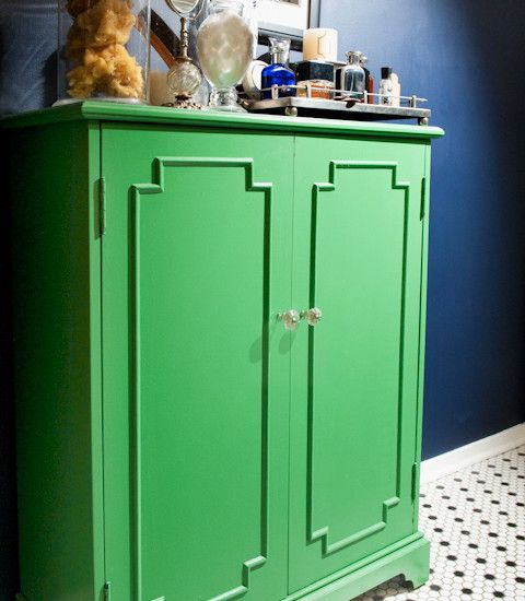 Navy Blue + Kelly Green In The Bathroom