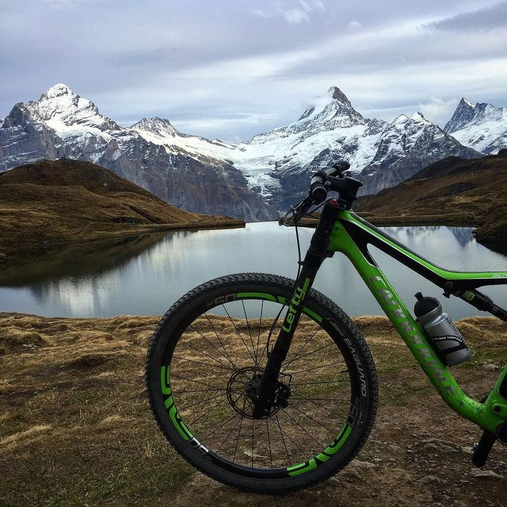 Maybe the last time without snow here this year but it was a great final run back to Grindelwald.     #cannondale #scalpelsi #bachalpsee #xc #dh #kom #strava #grindelwald #first #bike #mtb #lefty #enve @tempo_sport.ch