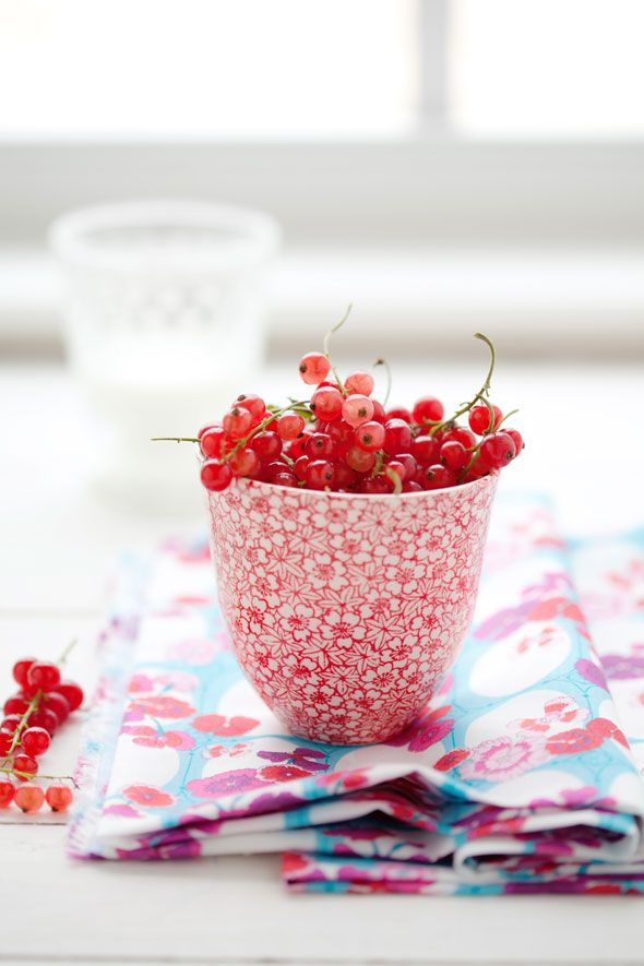 Red currants: Vanil Gorgeous, Foodphotographi, Fruity Things, Red Currants, Food Photography, Healthy Desserts, Berries, Fresh Fruit, Delicious Food