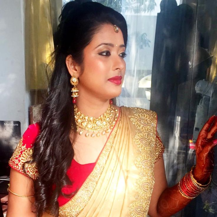 Hairstyle For Bride On Saree: Indian Bride's Bridal Reception Hairstyle By Swank Studio